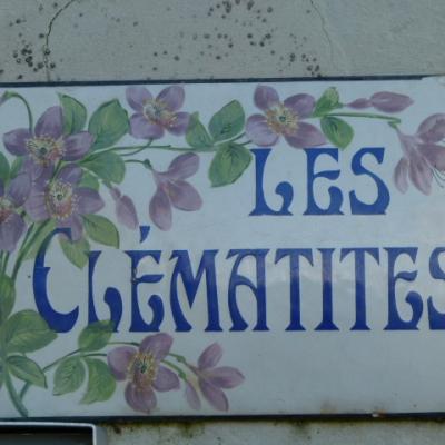 Gîte Les Clématites Chouzé-sur-Loire : enseigne dans la rue