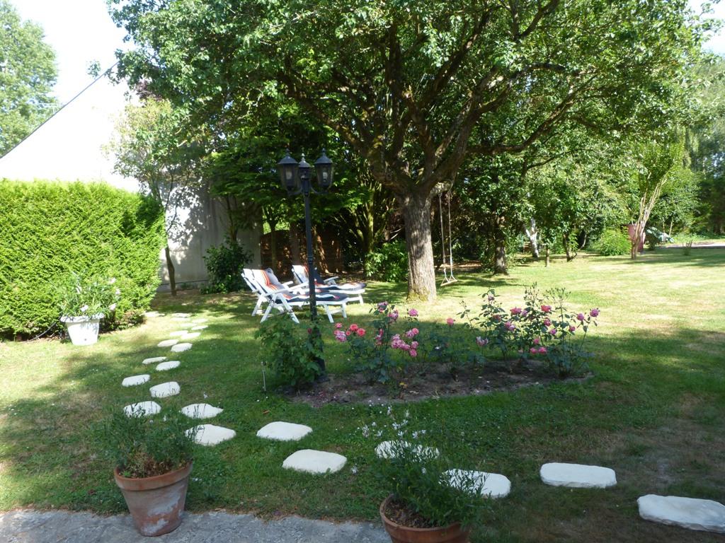 Gîte Les Clématites Chouzé-sur-Loire : vers le parking